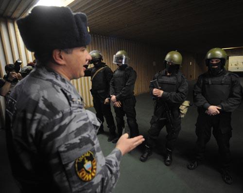 ИТАР-ТАСС ©<br>Подготовка милиционеров к переаттестации в связи с вступлением в силу закона о полиции